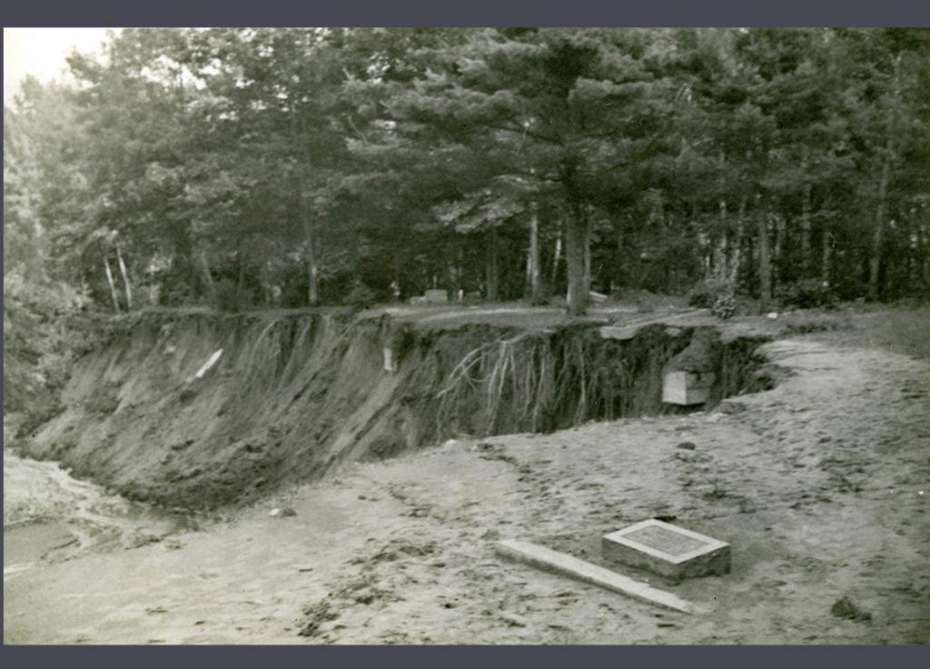 1942 Flood - Damage to Greenwood Cemetery - 2005.121.11